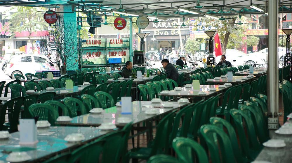 Không một bóng khách, nhà hàng, quán nhậu ở Hà Nội đồng loạt đóng cửa-4