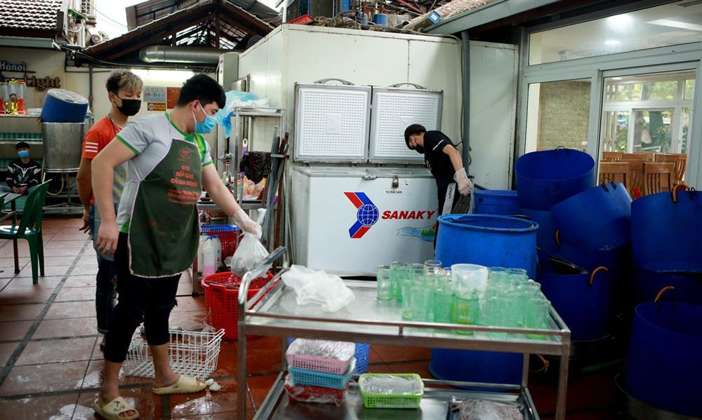 Không một bóng khách, nhà hàng, quán nhậu ở Hà Nội đồng loạt đóng cửa-6
