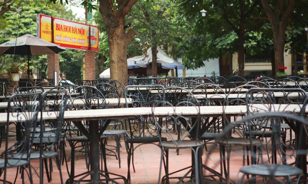 Không một bóng khách, nhà hàng, quán nhậu ở Hà Nội đồng loạt đóng cửa-9