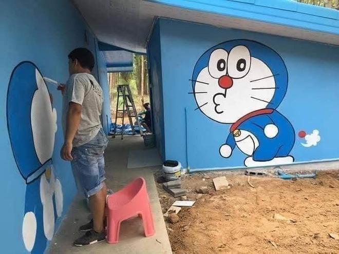 Căn nhà có gia chủ mê Doraemon khiến dân tình tranh cãi: Dễ thương hay nhố nhăng như cái vườn trẻ?-2