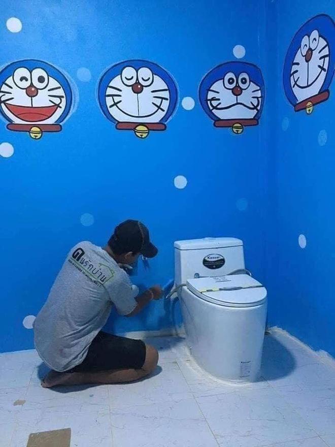 Căn nhà có gia chủ mê Doraemon khiến dân tình tranh cãi: Dễ thương hay nhố nhăng như cái vườn trẻ?-7