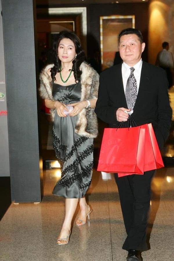 Drama nhiều tập của ông vua viễn thông Đài Loan: Tỷ phú ngoại tình nhiều lần, cuối cùng phải lãnh hậu quả cay đắng vì cuộc đời có vay có trả-3