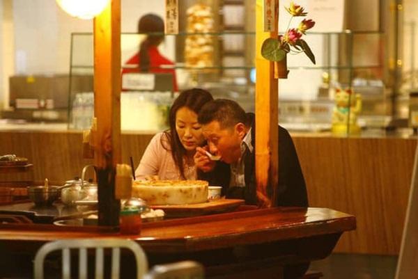 Drama nhiều tập của ông vua viễn thông Đài Loan: Tỷ phú ngoại tình nhiều lần, cuối cùng phải lãnh hậu quả cay đắng vì cuộc đời có vay có trả-4