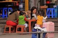 Tết của 'siêu nhân mẹ': 3 đầu 6 tay vừa dạy con học vừa lo đi làm và 'ác mộng' ô sin sợ dịch tháo chạy về quê!