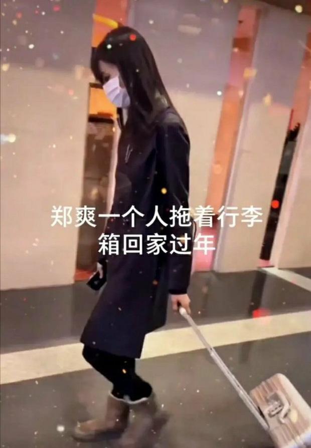 Xôn xao hình ảnh Trịnh Sảng lộ diện sau scandal: Cúi gằm mặt, mệt mỏi kéo vali một mình về quê ăn Tết?-2