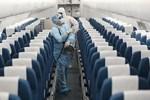 Nữ nhân viên y tế ngất xỉu khi giúp sức chống dịch ở Hải Dương-4