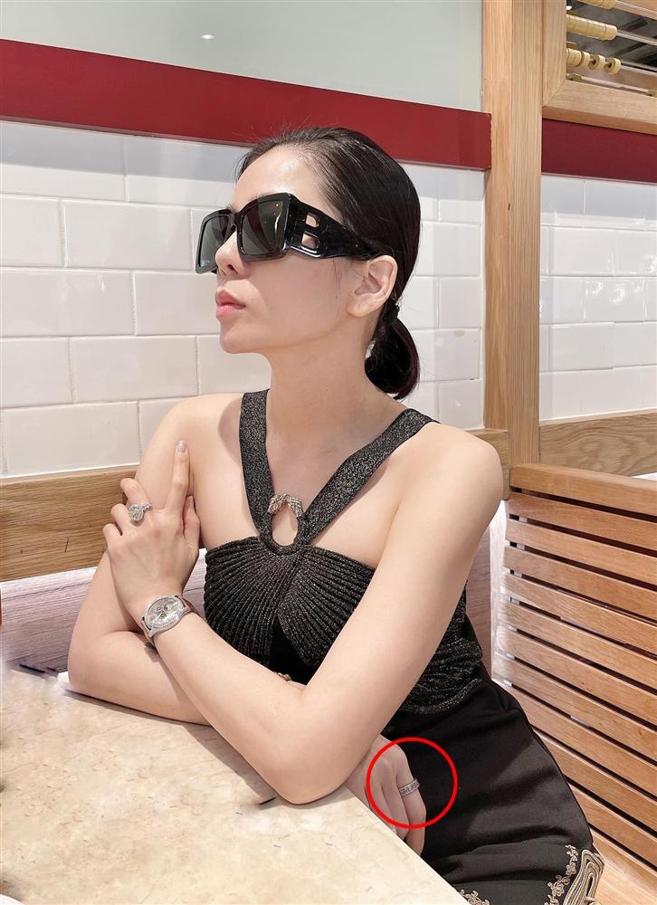 Lệ Quyên và tình trẻ Lâm Bảo Châu đeo nhẫn đôi sau khi công khai mối quan hệ-1
