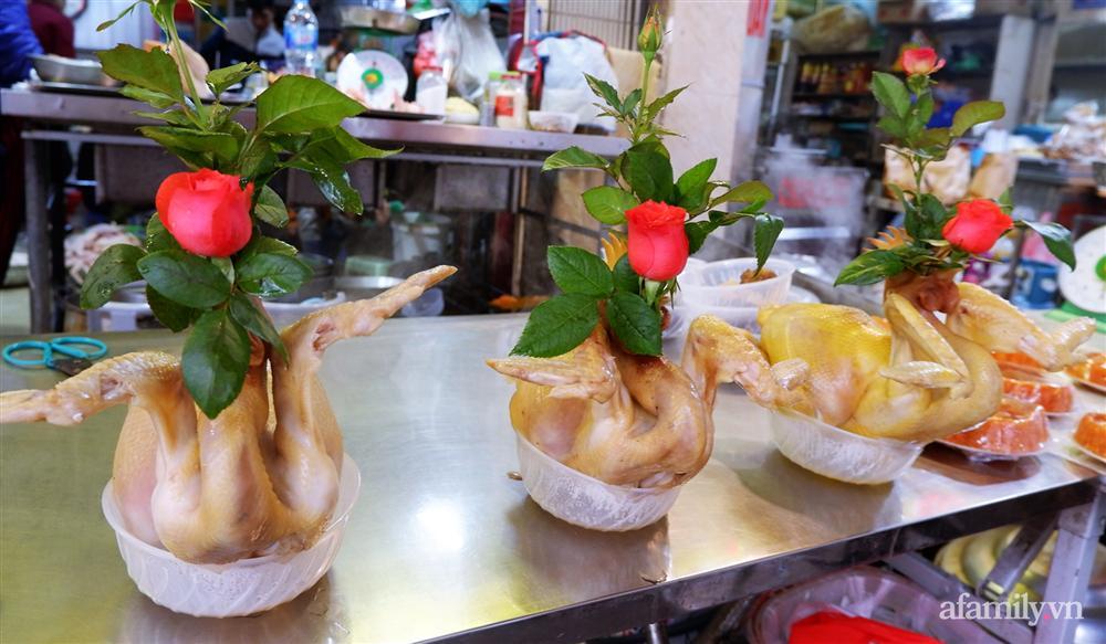 Thị trường đồ lễ ông Công ông Táo sôi động, đồ cúng hàng mã giữ nguyên giá nhưng thực phẩm, hoa quả tăng giá 30%-10