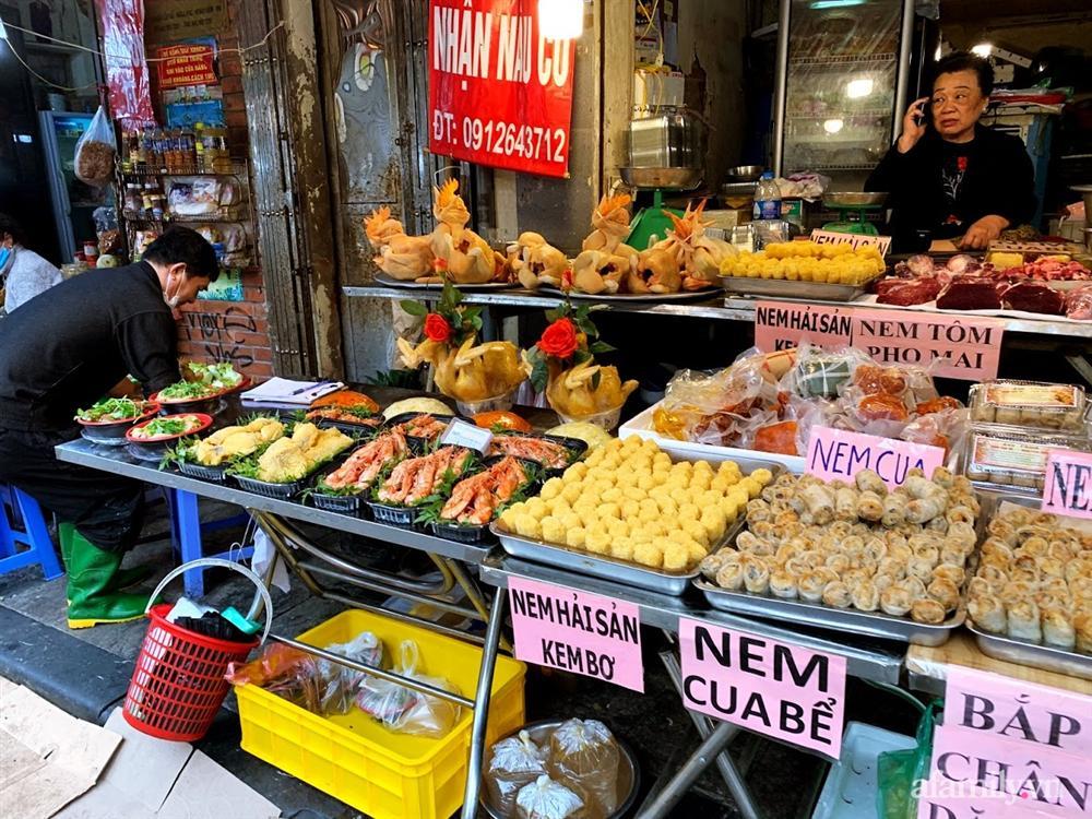Thị trường đồ lễ ông Công ông Táo sôi động, đồ cúng hàng mã giữ nguyên giá nhưng thực phẩm, hoa quả tăng giá 30%-16