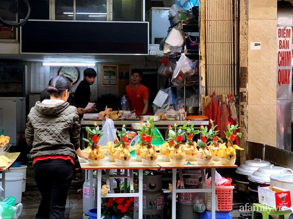 Thị trường đồ lễ ông Công ông Táo sôi động, đồ cúng hàng mã giữ nguyên giá nhưng thực phẩm, hoa quả tăng giá 30%-9