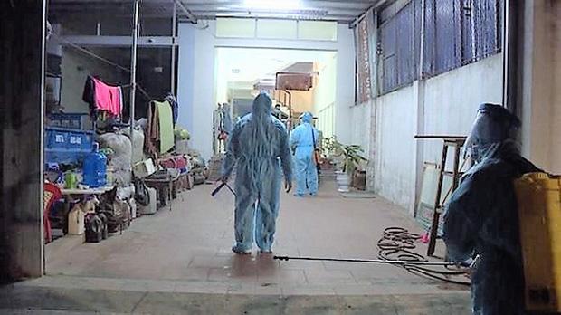 Quảng Ninh: Cả gia đình cách ly tập trung trong đêm vì có 3 người mắc COVID-19-1