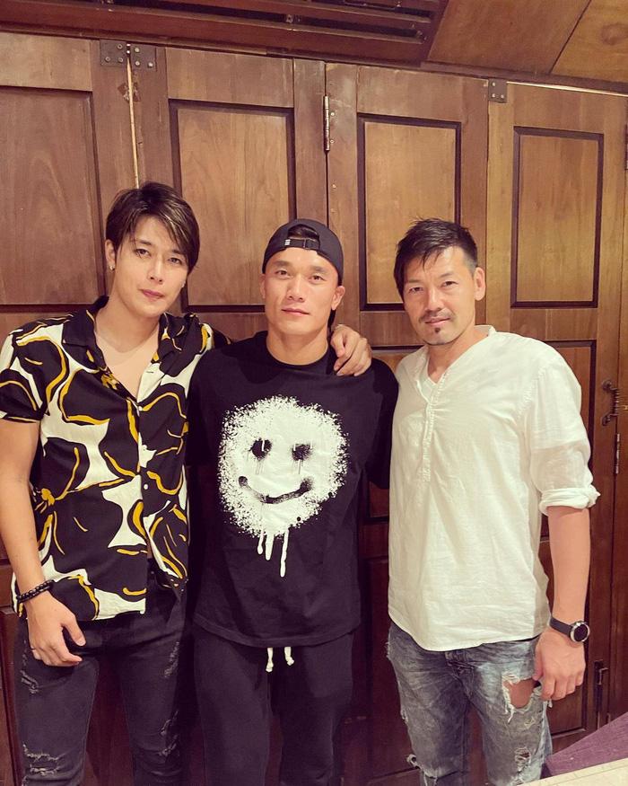 Bùi Tiến Dũng đi ăn với trai đẹp của Sài Gòn FC khiến đồng đội hoảng hốt-1