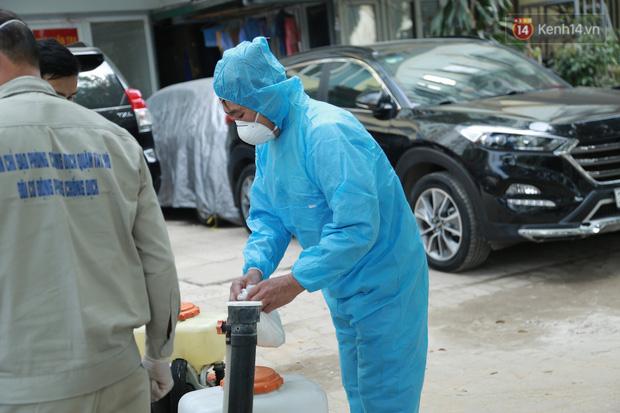 Có ca mắc Covid-19 ghé qua, VP Đăng ký đất đai Hà Nội phải tạm dừng hoạt động, tiến hành khử khuẩn-6