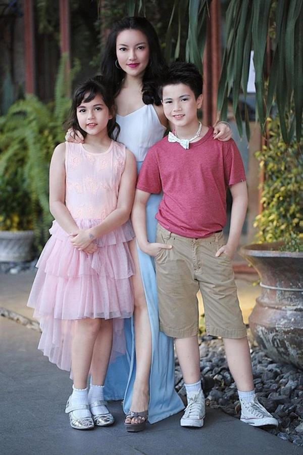 Hai thiên thần nhí đẹp nhất Thái Lan từng gây bão MXH, sau 7 năm ngoại hình hiện tại khiến nhiều người ngỡ ngàng-3