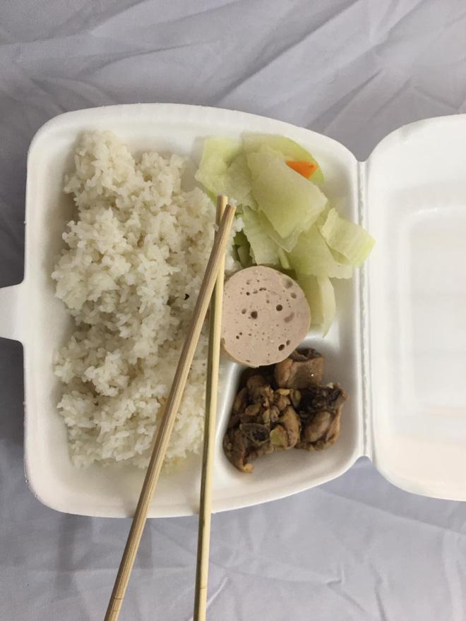 Nhật ký cách ly dễ thương của thanh niên Hạ Long: Xác định Tết xa nhà nhưng vẫn ổn, đồ ăn phần lớn rất bon mồm-5