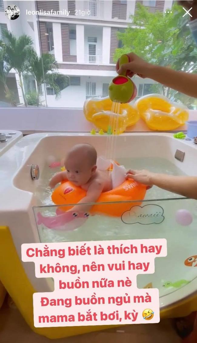 Hồ Ngọc Hà cũng không kìm lòng được trước sự đáng yêu, mũm mĩm của cậu con thứ mới vài tháng tuổi-2