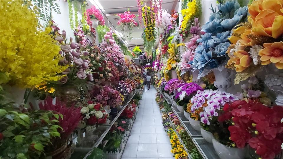 Chơi hoa giả ngày Tết nên bày trí như thế nào cho hợp phong thủy?-1