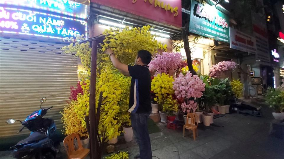 Chơi hoa giả ngày Tết nên bày trí như thế nào cho hợp phong thủy?-2