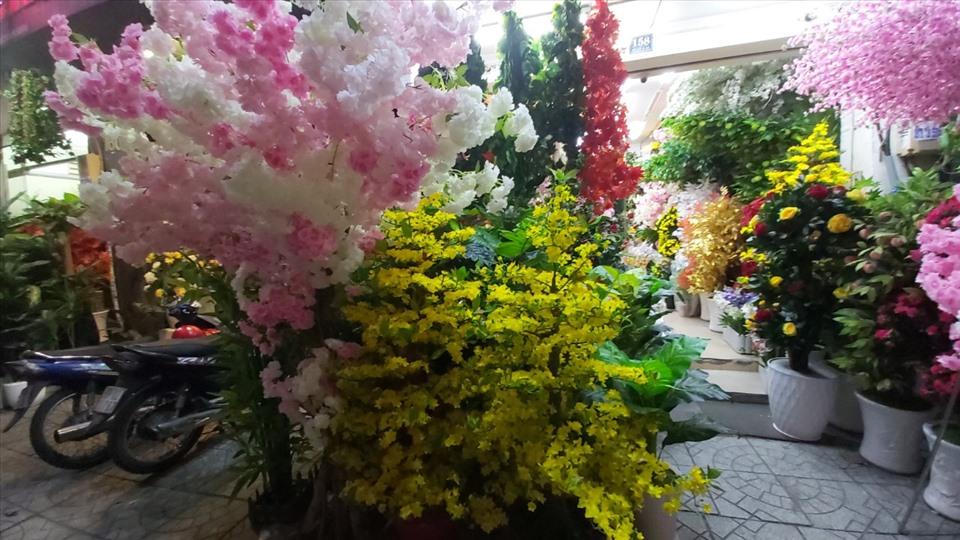 Chơi hoa giả ngày Tết nên bày trí như thế nào cho hợp phong thủy?-3