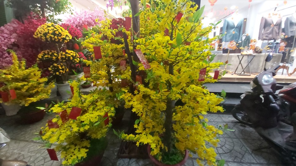 Chơi hoa giả ngày Tết nên bày trí như thế nào cho hợp phong thủy?-4