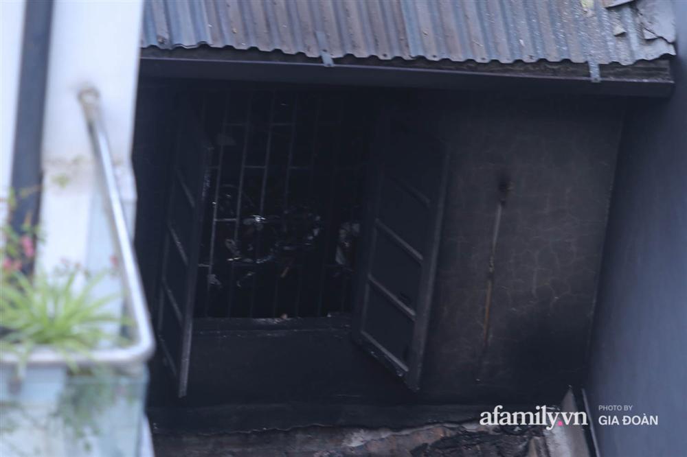 Nhân chứng bàng hoàng kể về khoảnh khắc phòng trọ bốc cháy khiến 4 sinh viên tử vong: Con tôi vừa chạy vừa kêu bố ơi chết nhiều người lắm!-4