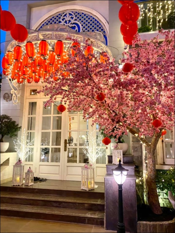 Sao Việt trang trí nhà cửa đón Tết: Lã Thanh Huyền 3 đời chơi lan Hồ Điệp, Thúy Hạnh thiết kế sânvườn đèn hoa lộng lẫy như nhà hàng Nhật-16