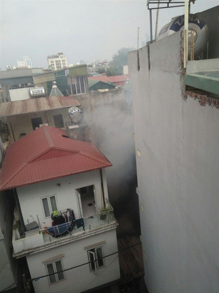 Ảnh: Kinh hoàng hiện trường vụ đốt vàng mã cháy nhà khiến 4 sinh viên tử vong, mọi thứ trong phòng đều bị thiêu rụi-5