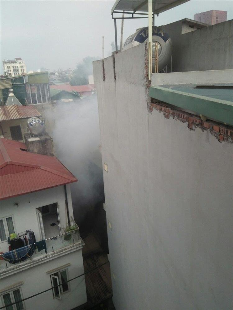 Ảnh: Kinh hoàng hiện trường vụ đốt vàng mã cháy nhà khiến 4 sinh viên tử vong, mọi thứ trong phòng đều bị thiêu rụi-6