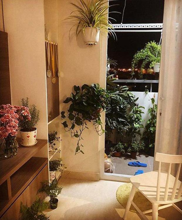 Nam Em sống trong căn hộ 60m2 ở TP. HCM, thiết kế đơn giản nhưng câu slogan ở phòng khách lại gây tranh cãi-6