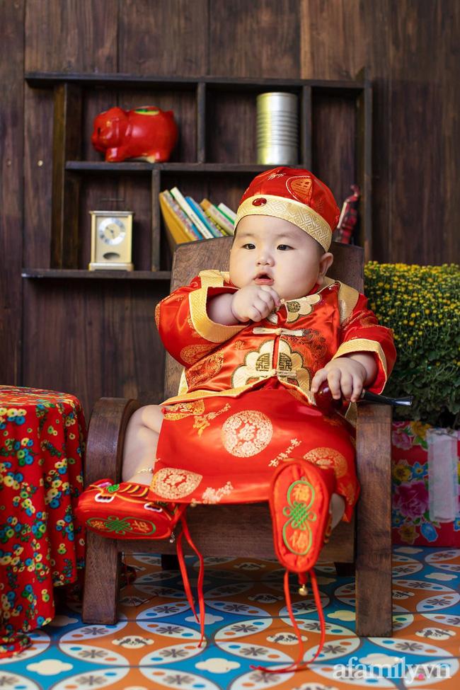 Bộ ảnh Tết của bé trai 1 tuổi gây sốt MXH vì đáng yêu phát hờn: Nhìn thôi đã thấy năm mới vui vẻ, khỏe mạnh, sung túc đủ đầy rồi!-7