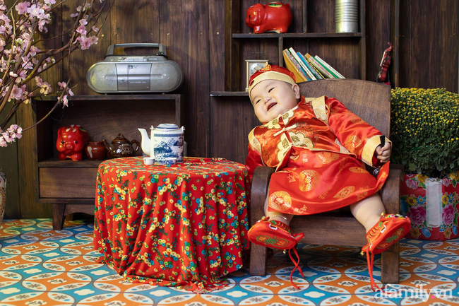 Bộ ảnh Tết của bé trai 1 tuổi gây sốt MXH vì đáng yêu phát hờn: Nhìn thôi đã thấy năm mới vui vẻ, khỏe mạnh, sung túc đủ đầy rồi!-8