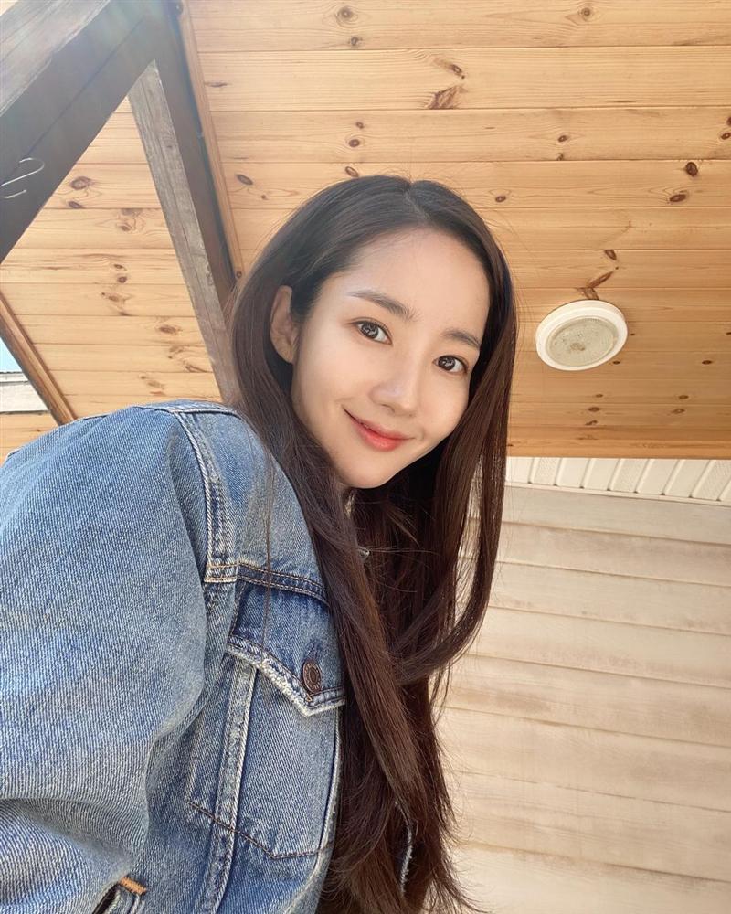 7 món đồ đắt nhất trên Instagram của Park Min Young: Choáng với bộ váy hoa trễ vai nhìn đơn giản mà gần 100 triệu-14