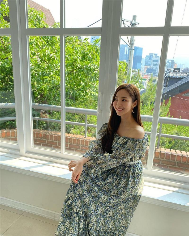 7 món đồ đắt nhất trên Instagram của Park Min Young: Choáng với bộ váy hoa trễ vai nhìn đơn giản mà gần 100 triệu-16