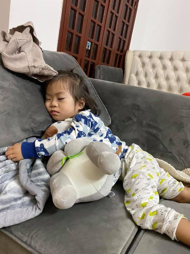 Toàn cảnh tình hình của các gia đình có con nghỉ Tết sớm qua ảnh: Loạn nhà, đánh nhau chí chóe, ăn ngủ vô tội vạ-15