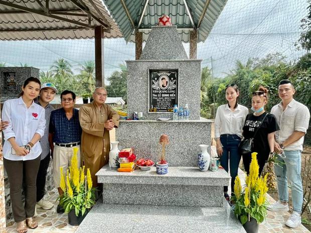 Hình ảnh nơi an nghỉ của Vân Quang Long sau hơn 1 tháng nam ca sĩ qua đời-1