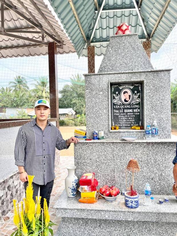 Hình ảnh nơi an nghỉ của Vân Quang Long sau hơn 1 tháng nam ca sĩ qua đời-2