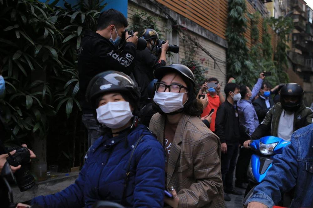 Hà Nội: Gỡ bỏ phong tỏa chung cư 88 Láng Hạ, cư dân vui như Tết!-5