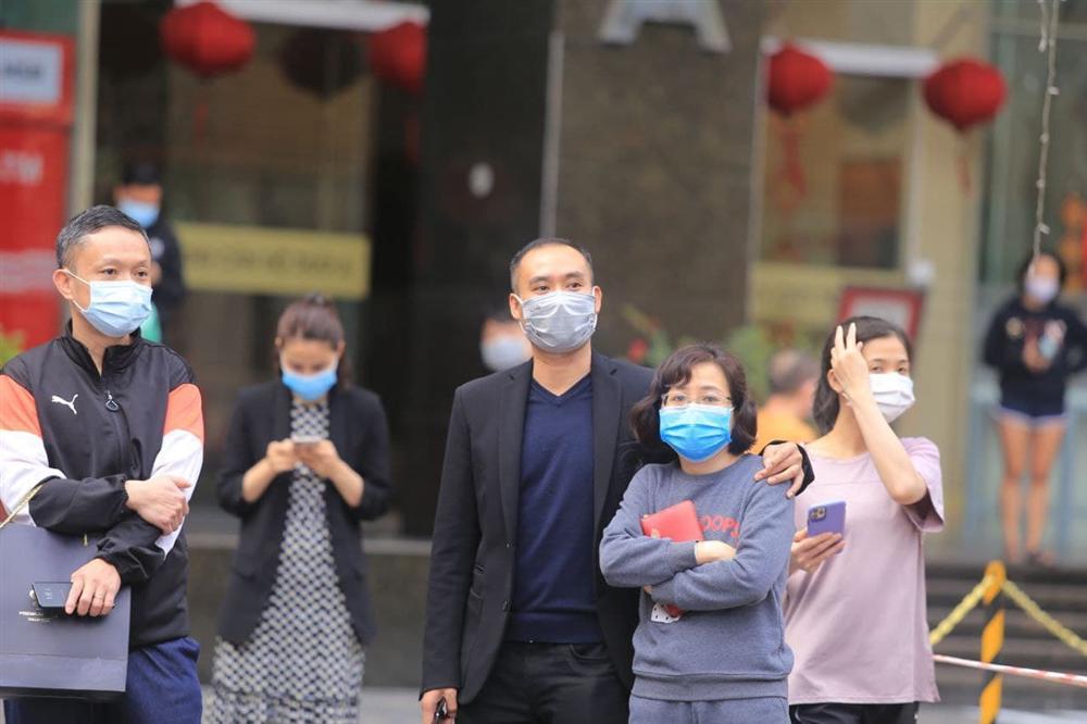 Hà Nội: Gỡ bỏ phong tỏa chung cư 88 Láng Hạ, cư dân vui như Tết!-18