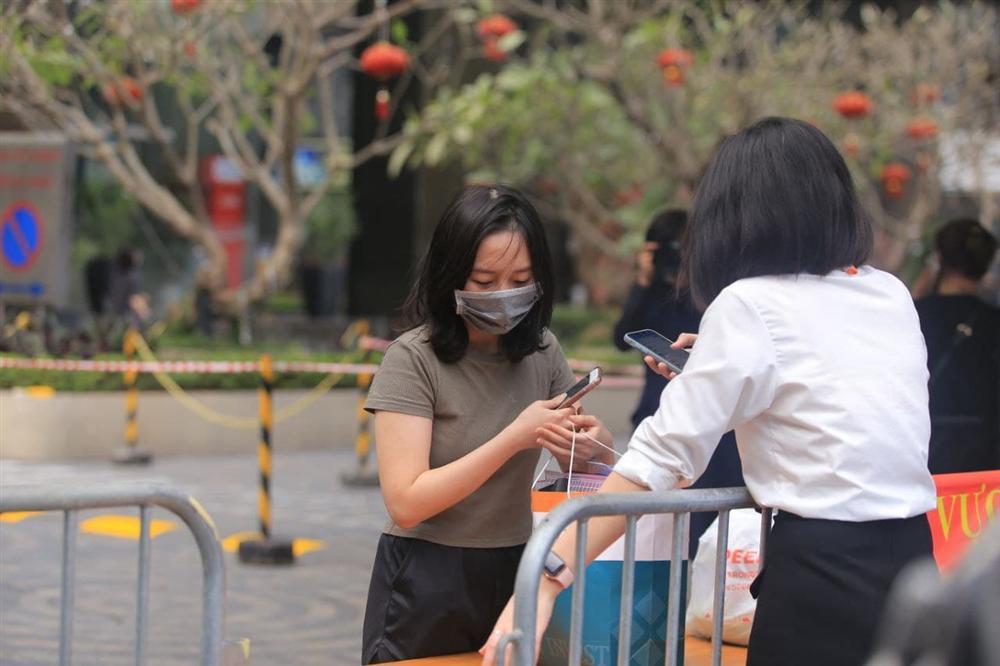 Hà Nội: Gỡ bỏ phong tỏa chung cư 88 Láng Hạ, cư dân vui như Tết!-20