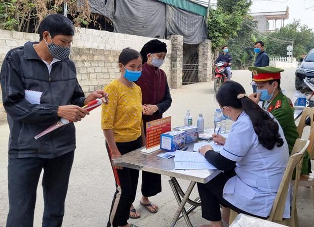 4 thanh niên tử vong trong vụ cháy do đốt vàng mã ở Hà Nội: Người vợ mang thai 8 tháng ôm linh cữu chồng khóc nghẹn-2
