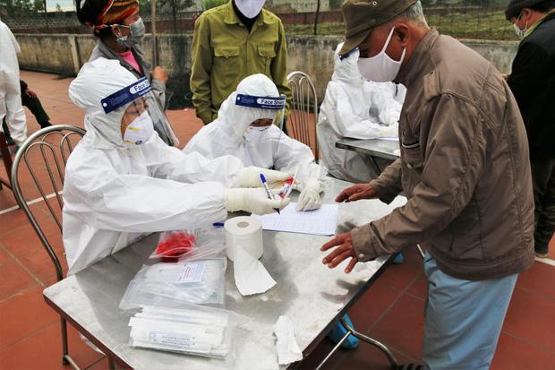 Bộ Y tế họp khẩn cùng huyện Cẩm Giàng (Hải Dương), bàn cách khóa chặt ổ dịch, sớm tiêu diệt nguồn lây-1