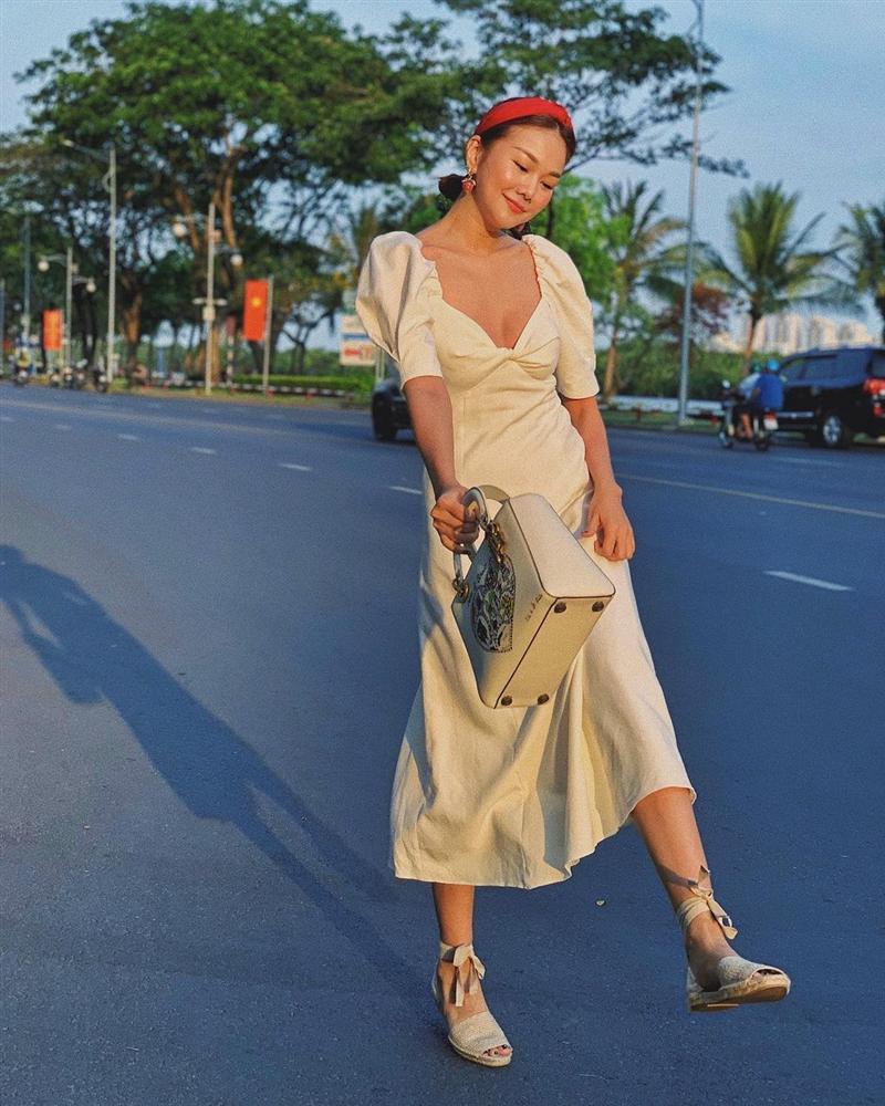 4 mẫu váy tủ của sao Việt: Tất cả đều xinh và sang đến nỗi bạn sẽ muốn sắm hết để diện Tết-3