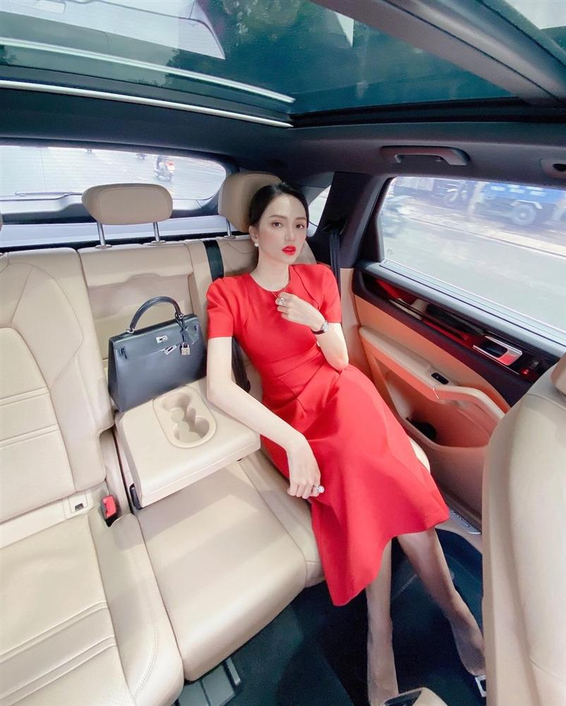 4 mẫu váy tủ của sao Việt: Tất cả đều xinh và sang đến nỗi bạn sẽ muốn sắm hết để diện Tết-7