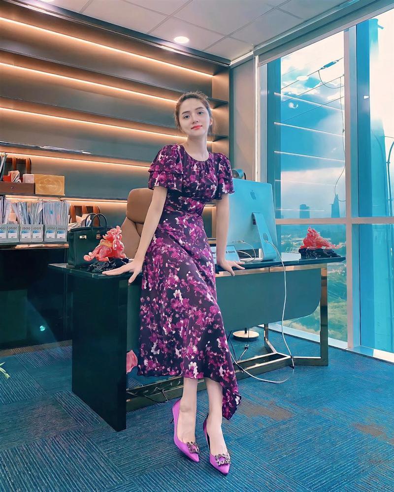 4 mẫu váy tủ của sao Việt: Tất cả đều xinh và sang đến nỗi bạn sẽ muốn sắm hết để diện Tết-12