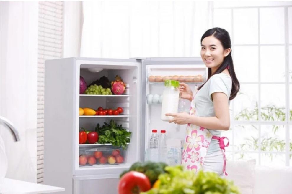 Trữ đồ Tết cả tháng không lo tủ lạnh bốc mùi, học ngay 5 bí kíp khử mùi cực đỉnh-1