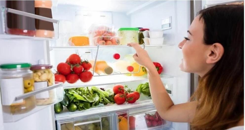 Trữ đồ Tết cả tháng không lo tủ lạnh bốc mùi, học ngay 5 bí kíp khử mùi cực đỉnh-2