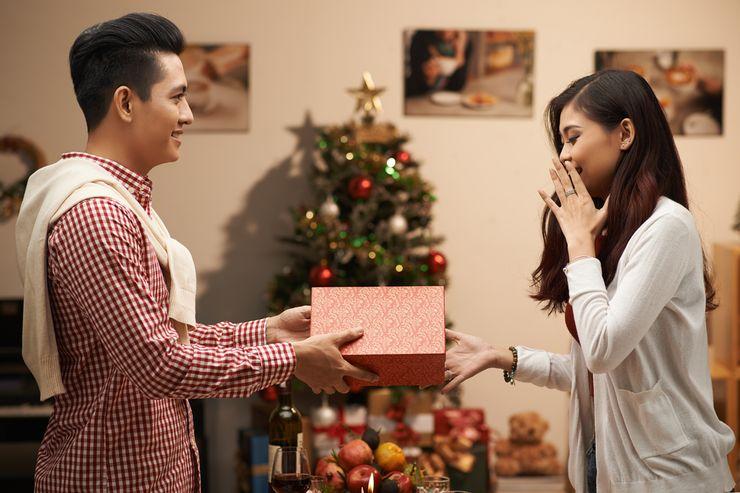 Chia tay rồi tình cũ vẫn gửi quà đều đặn, đến năm sinh nhật 32 tuổi tôi hét toáng lên khi mở quà ra-2