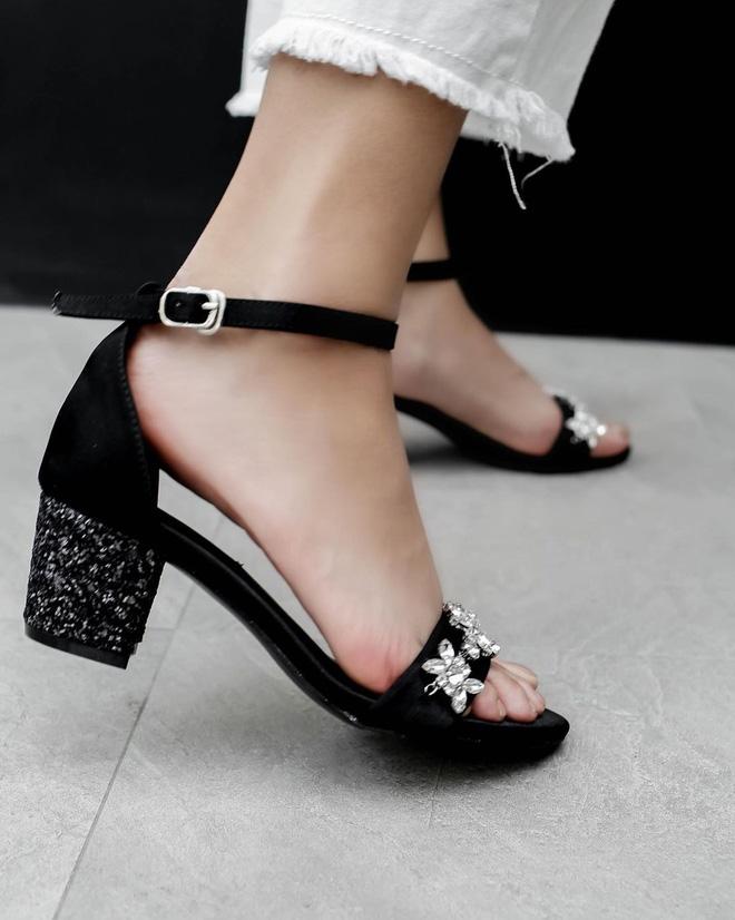 5 kiểu giày đáng sắm giúp style lên đời dịp Tết: Diện với váy hay quần cũng xinh sang hết cỡ-3