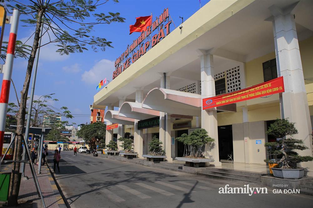 Cảnh tượng hiếm gặp ở Hà Nội: Bến xe vắng tanh ngày cuối năm, nhà xe ngán ngẩm chuyến đông nhất chỉ được 12 khách-1