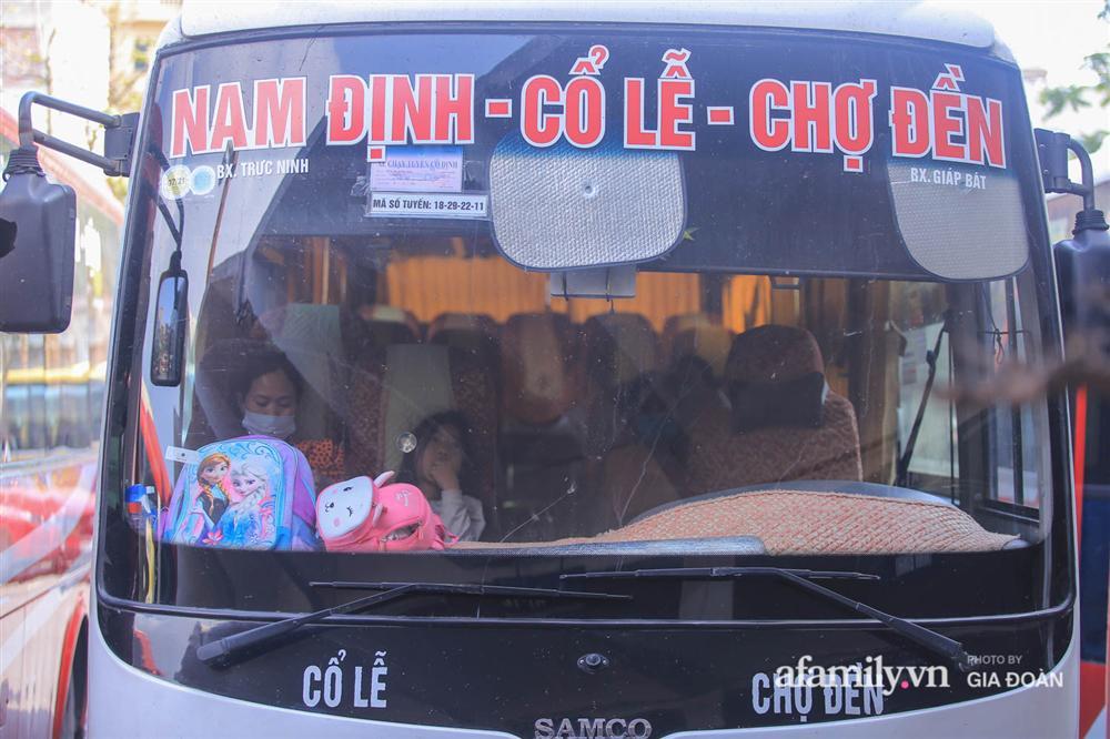 Cảnh tượng hiếm gặp ở Hà Nội: Bến xe vắng tanh ngày cuối năm, nhà xe ngán ngẩm chuyến đông nhất chỉ được 12 khách-10